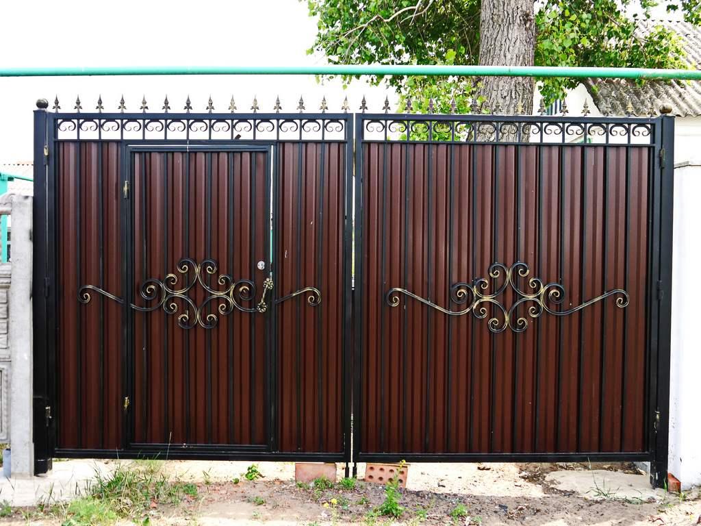 Смотреть ворота для дома из профнастила направляющий рельс откатных ворот 8м